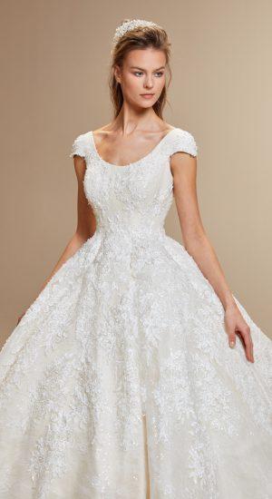 Uzun kuyruk isteyen gelin adayları, İğne İplik Moda tasarımı bu gelinlik sizin hayallerinizi süsleyebilir. Detaylı bilgi ve online randevu almak için www.igneiplikmoda.com web adresimizi ziyaret edebilirsiniz. #iğneiplikmoda #wedding #bridal #2019 #gelinlik #gelin #love #newcollection #bride