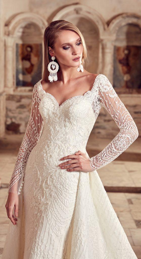 Beyazlar içinde kırmızının asaleti ve İğne İplik Moda tasarımı eşsiz nişanlık... Daha fazlası www.igneiplikmoda.com da #iğneiplikmoda #wedding #bridal #2019 #kırmızı #nişanlık
